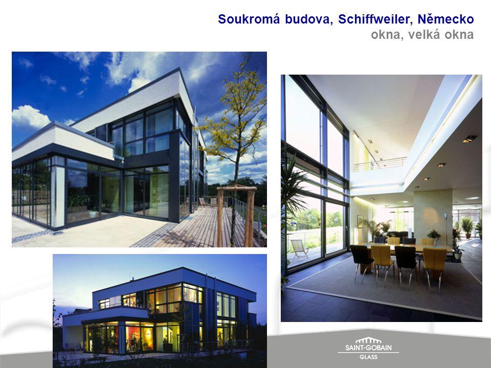 Soukromá budova, Schiffweiler, Německo okna, velká okna