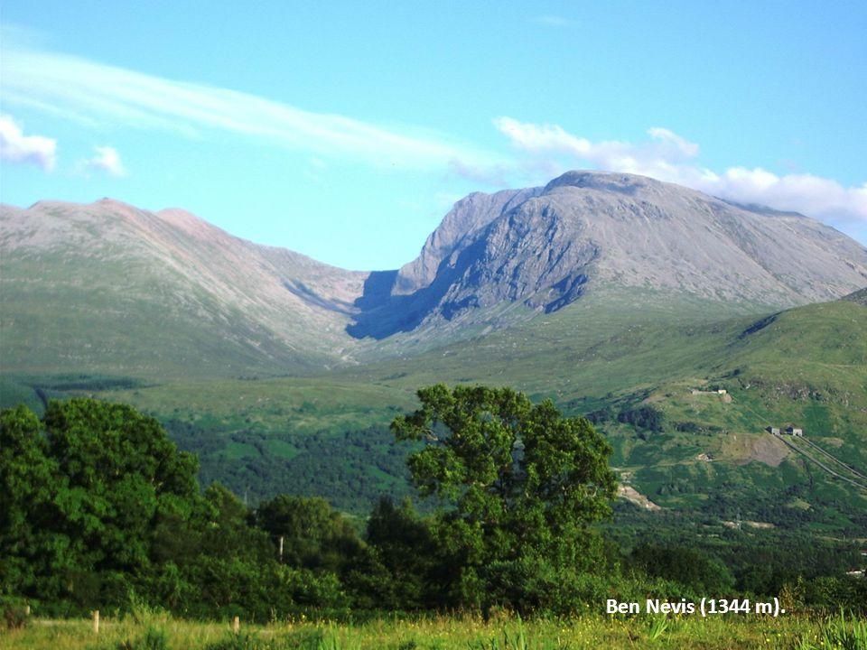 Najdi a urči, připrav referát: -Eurotunel -Loch Ness -Hadriánův val, památky -Britské kolonie -Skotské povstání -Britská monarchie -Politika, organiza