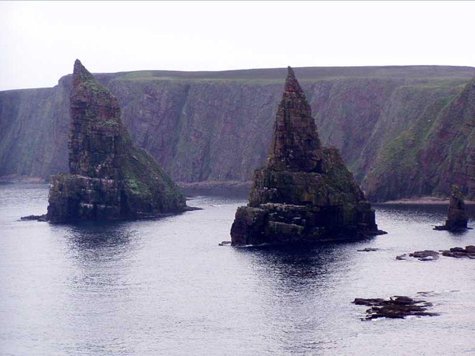 • Skotská vysočina se vyznačuje divokou a velkolepou přírodou. Skotská vysočinapřírodou • Jsou zde nejvyšší hory Spojeného království (Ben Nevis 1344