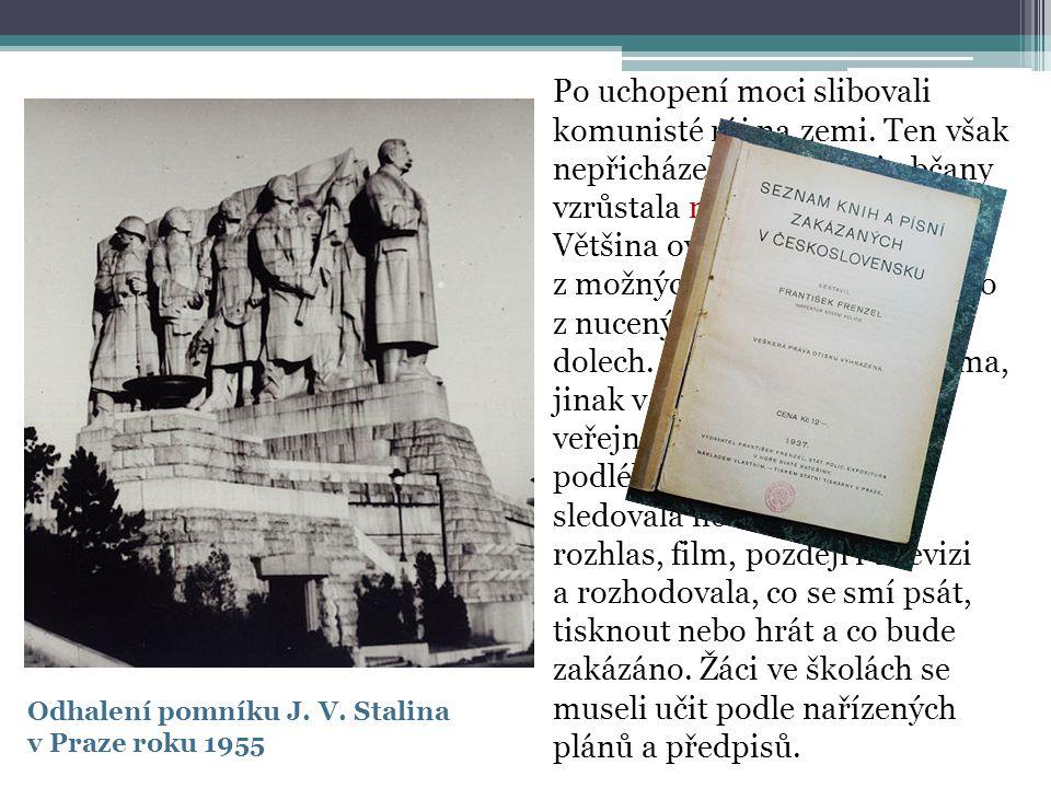 Odhalení pomníku J. V. Stalina v Praze roku 1955 Po uchopení moci slibovali komunisté ráj na zemi. Ten však nepřicházel, proto mezi občany vzrůstala n