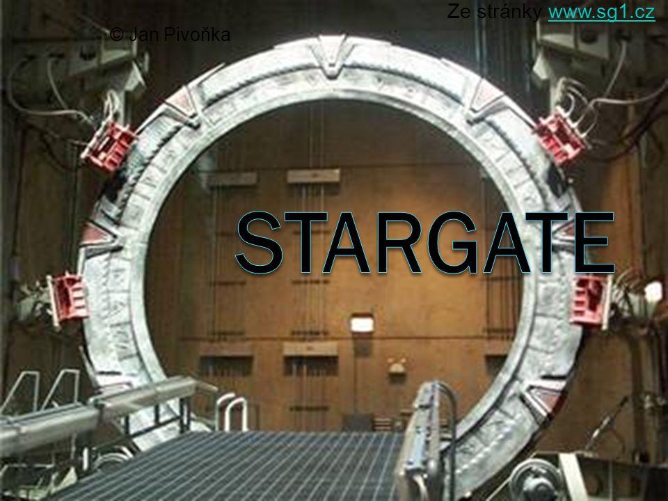 Hvězdná Brána (4.část) O 50 let později, když Pentagon odtajňoval staré archivní materiály, se dr.