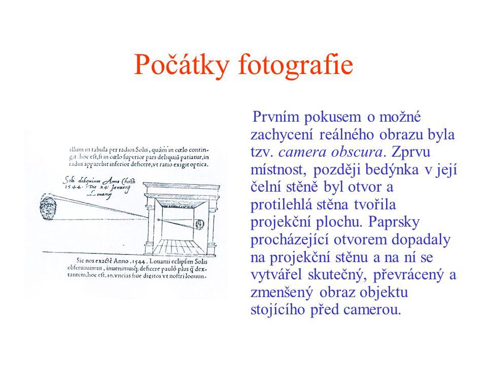 Počátky fotografie Prvním pokusem o možné zachycení reálného obrazu byla tzv. camera obscura. Zprvu místnost, později bedýnka v její čelní stěně byl o