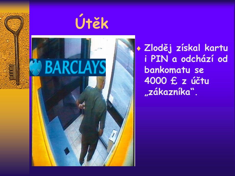 """Útěk  Zloděj získal kartu i PIN a odchází od bankomatu se 4000 £ z účtu """"zákazníka ."""