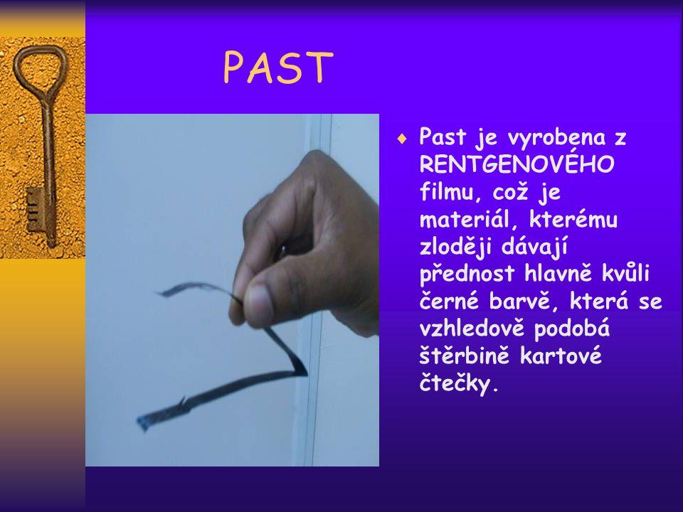 PAST  Past je vyrobena z RENTGENOVÉHO filmu, což je materiál, kterému zloději dávají přednost hlavně kvůli černé barvě, která se vzhledově podobá štěrbině kartové čtečky.