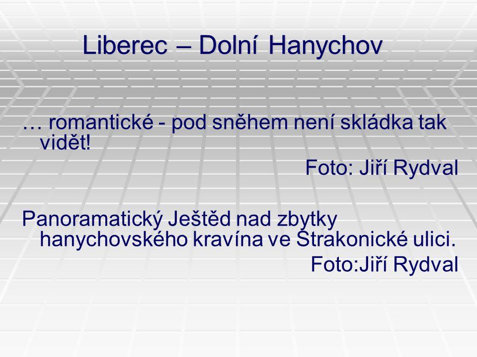 Liberec – Dolní Hanychov … romantické - pod sněhem není skládka tak vidět! Foto: Jiří Rydval Panoramatický Ještěd nad zbytky hanychovského kravína ve