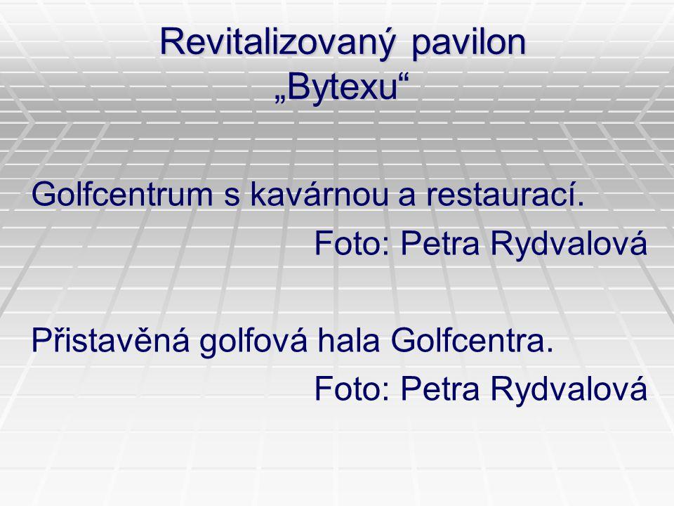 """Revitalizovaný pavilon """"Bytexu"""" Golfcentrum s kavárnou a restaurací. Foto: Petra Rydvalová Přistavěná golfová hala Golfcentra. Foto: Petra Rydvalová"""