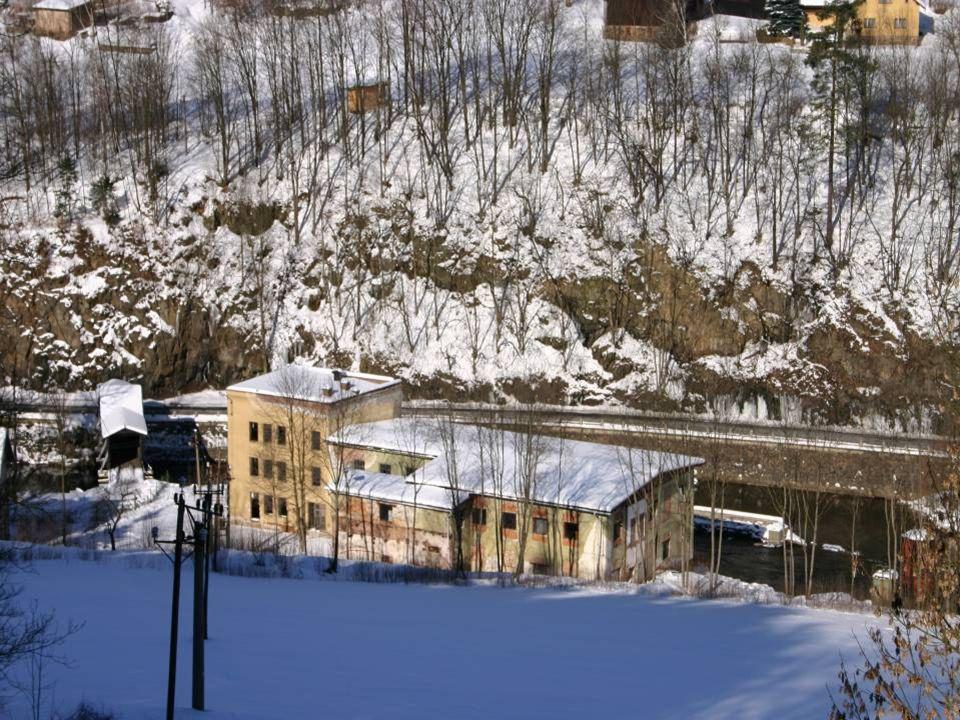 Liberec – Dolní Hanychov … romantické - pod sněhem není skládka tak vidět.
