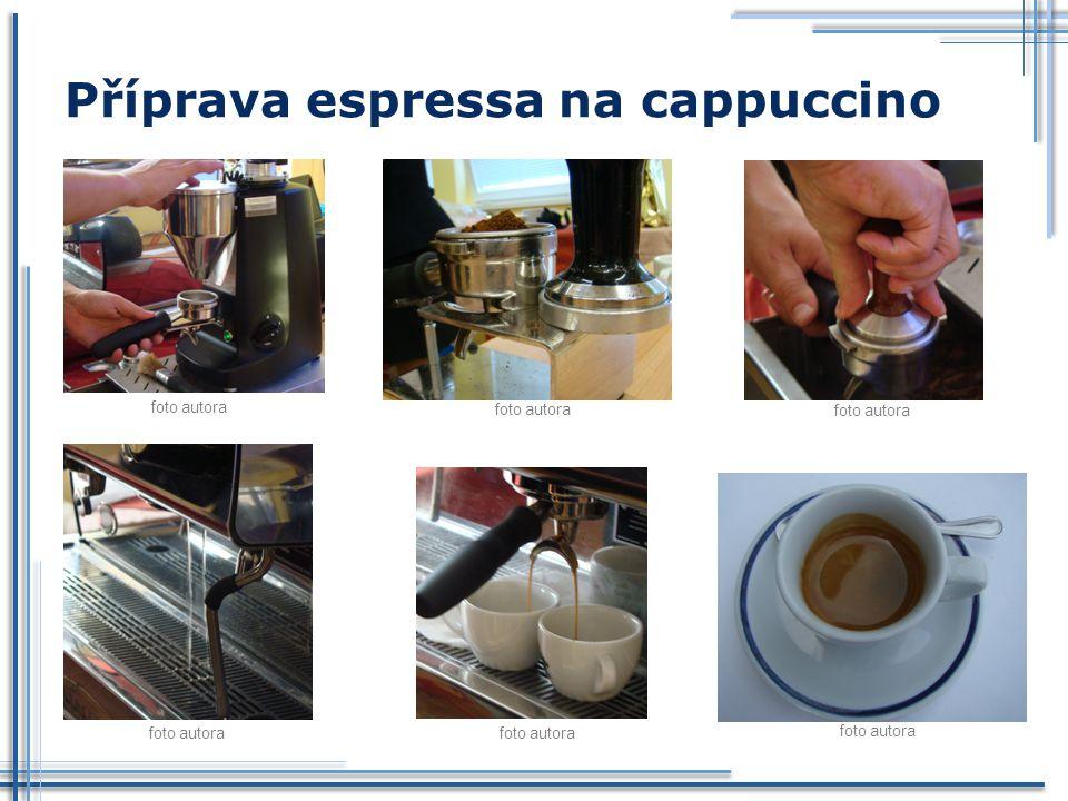Příprava espressa na cappuccino foto autora