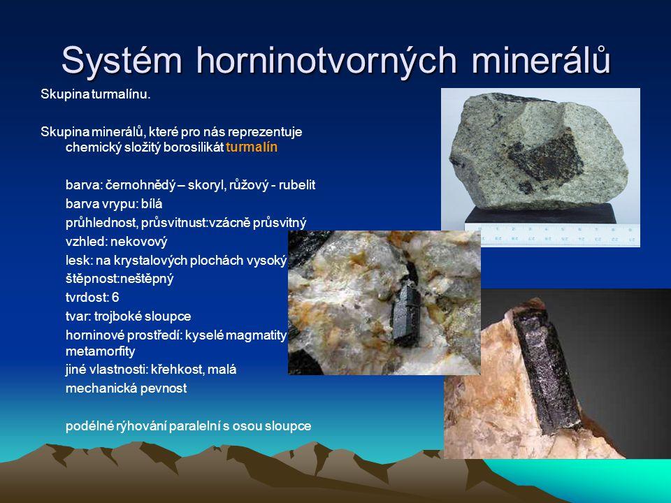 Systém horninotvorných minerálů Skupina amfibolů silikáty Fe, Mn, Mg barva: zelené zelenohnědé, hnědé barva vrypu: bílá průhlednost, průsvitnust: průsvitný vzhled: nekovový lesk: dobrý lesk štěpnost: dokonalá viz obr.