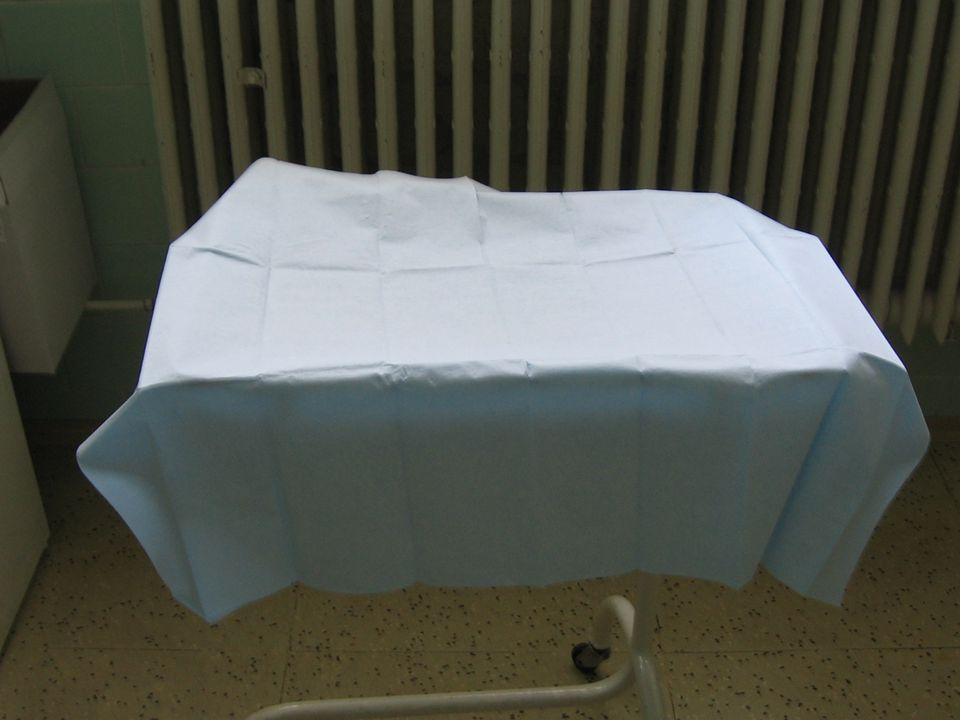 Pomůcky k lokální anestézii,perforovaná Rouška,nástroje k incizi a šití rány