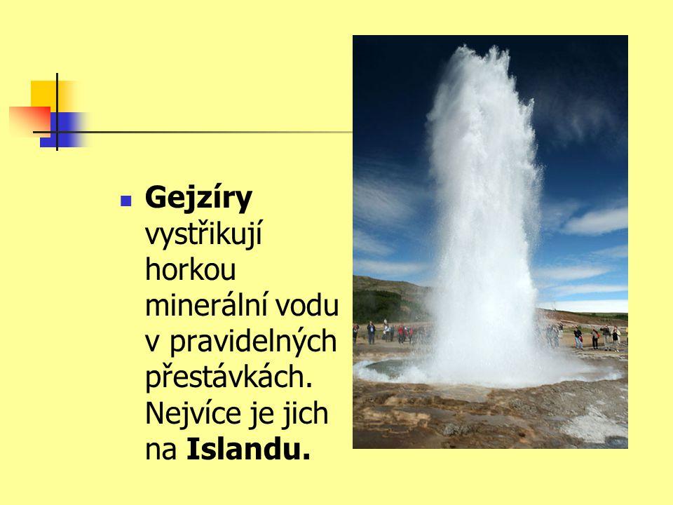  Gejzíry vystřikují horkou minerální vodu v pravidelných přestávkách. Nejvíce je jich na Islandu.
