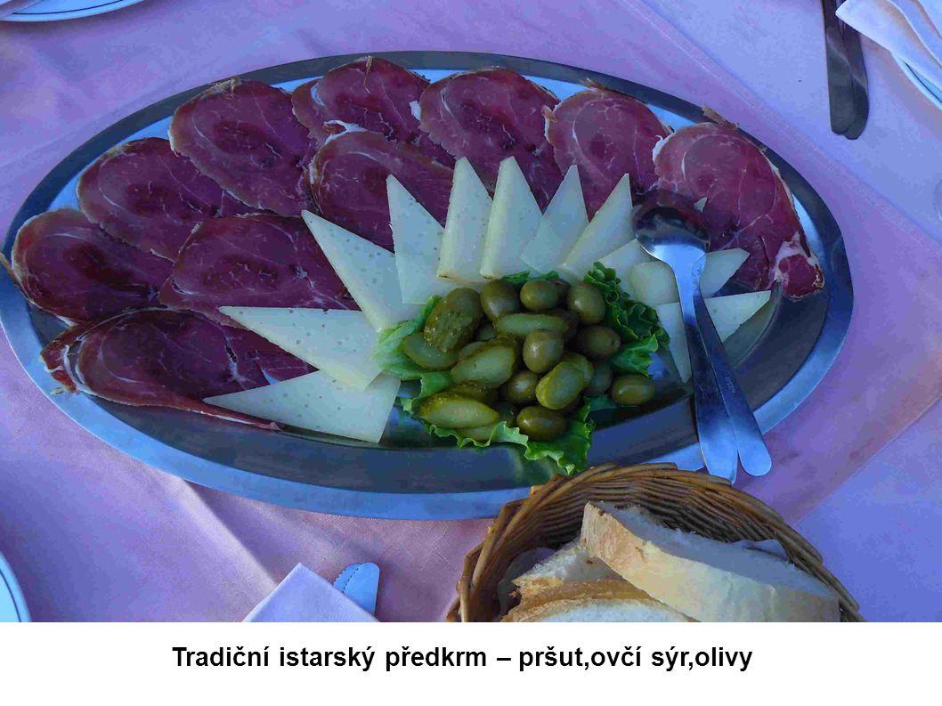 Tradiční istarský předkrm – pršut,ovčí sýr,olivy