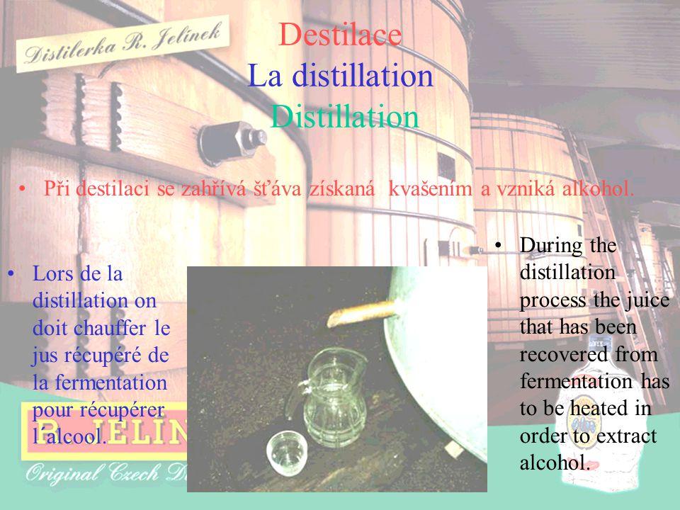 Destilace La distillation Distillation Lors de la distillation on doit chauffer le jus récupéré de la fermentation pour récupérer l´alcool. During the