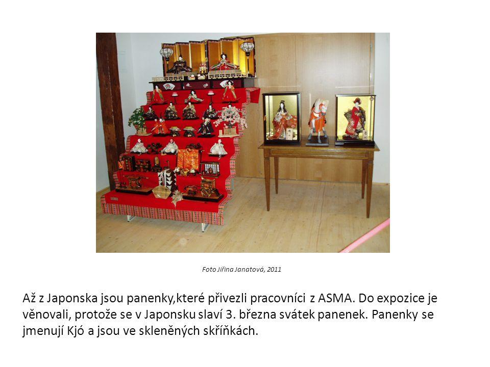 Foto Jiřina Janatová, 2011 Až z Japonska jsou panenky,které přivezli pracovníci z ASMA. Do expozice je věnovali, protože se v Japonsku slaví 3. března