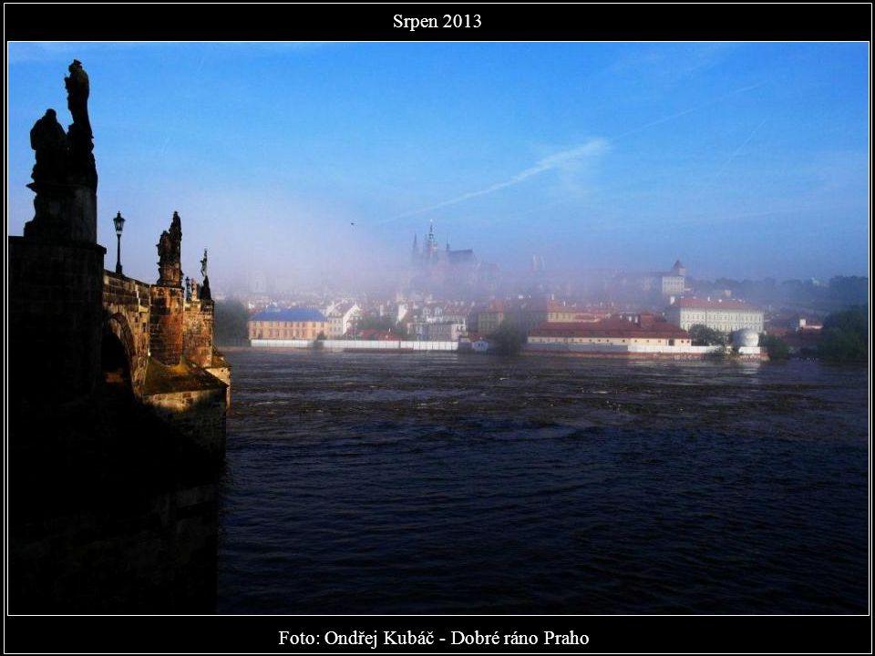 Foto: Foto: Karel Dobeš - Už je večer a slunce zapadlo nad Malou Stranou. Dobrou noc, Praho. Srpen 2013