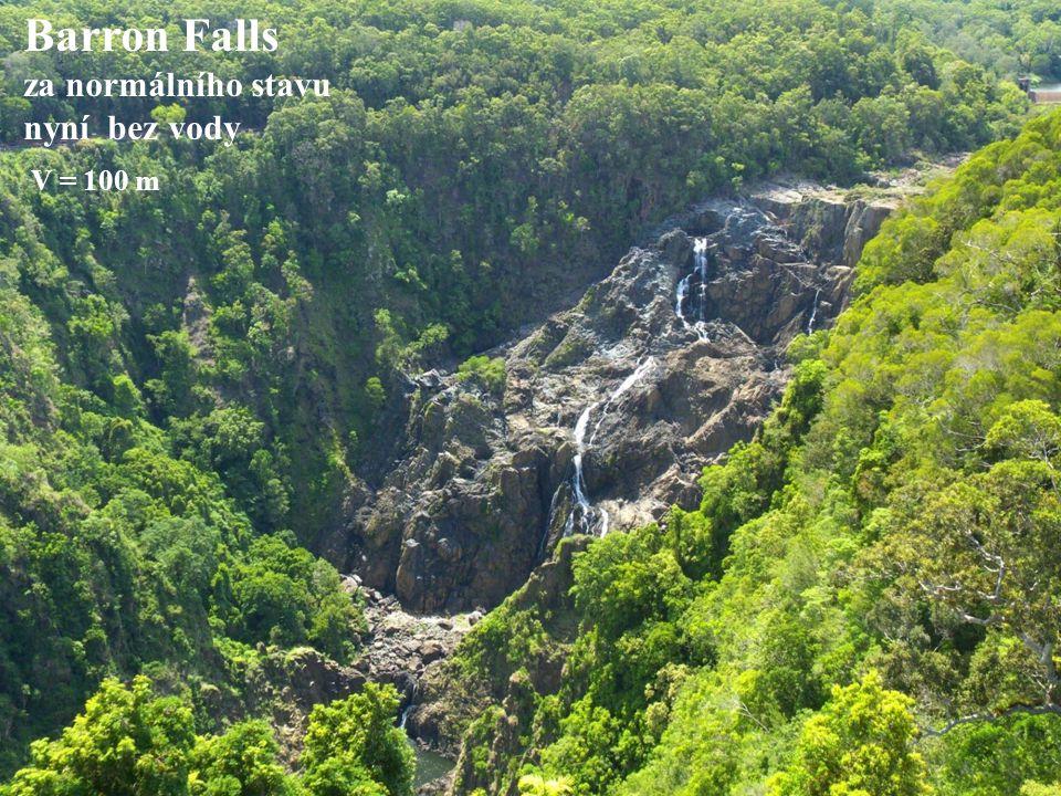 Barron Falls za normálního stavu nyní bez vody V = 100 m