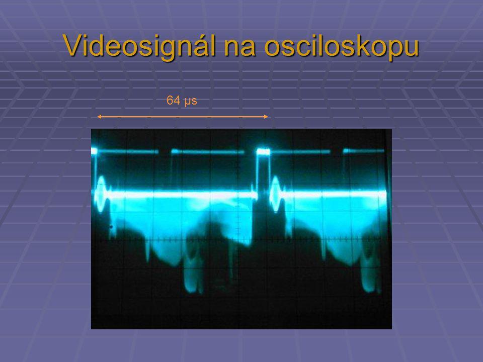 Videosignál na osciloskopu 64 µs