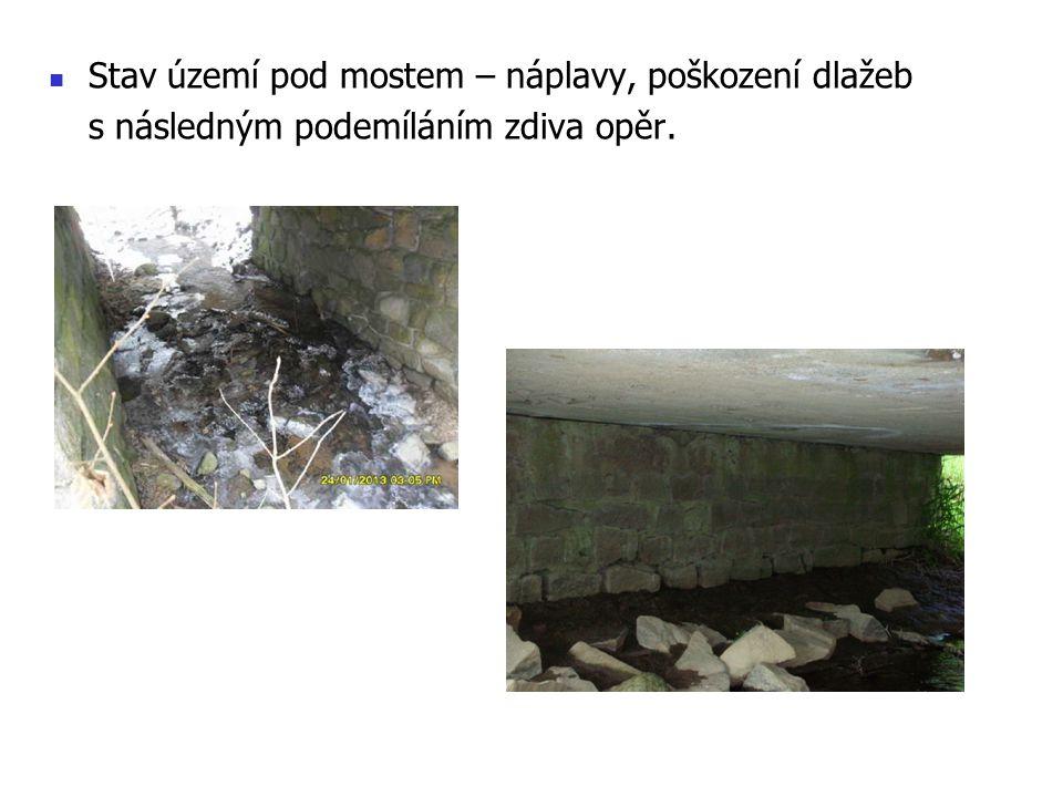 Stav území pod mostem – náplavy, poškození dlažeb s následným podemíláním zdiva opěr.