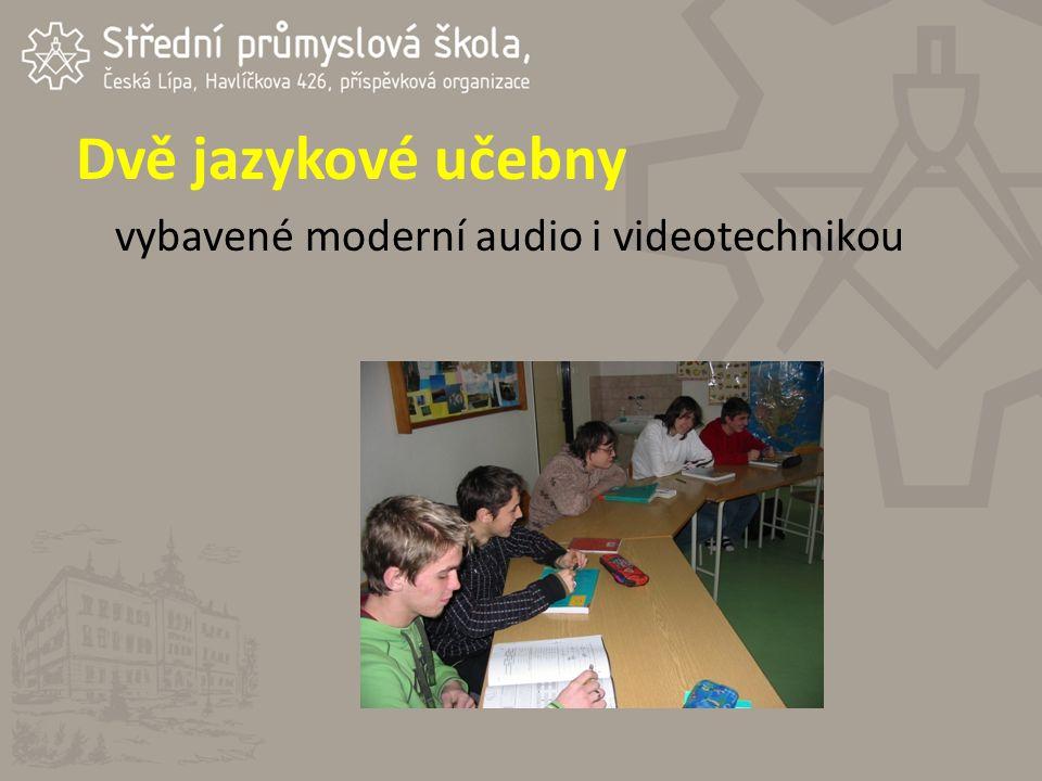 Dvě jazykové učebny vybavené moderní audio i videotechnikou