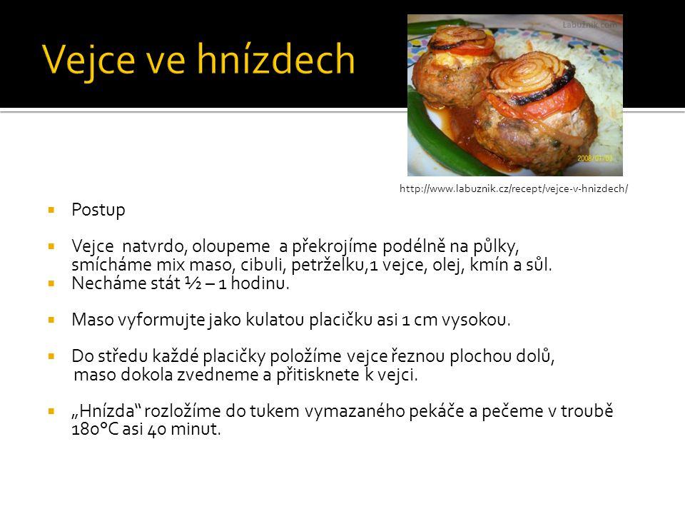http://www.labuznik.cz/recept/vejce-v-hnizdech/  Postup  Vejce natvrdo, oloupeme a překrojíme podélně na půlky, smícháme mix maso, cibuli, petrželku