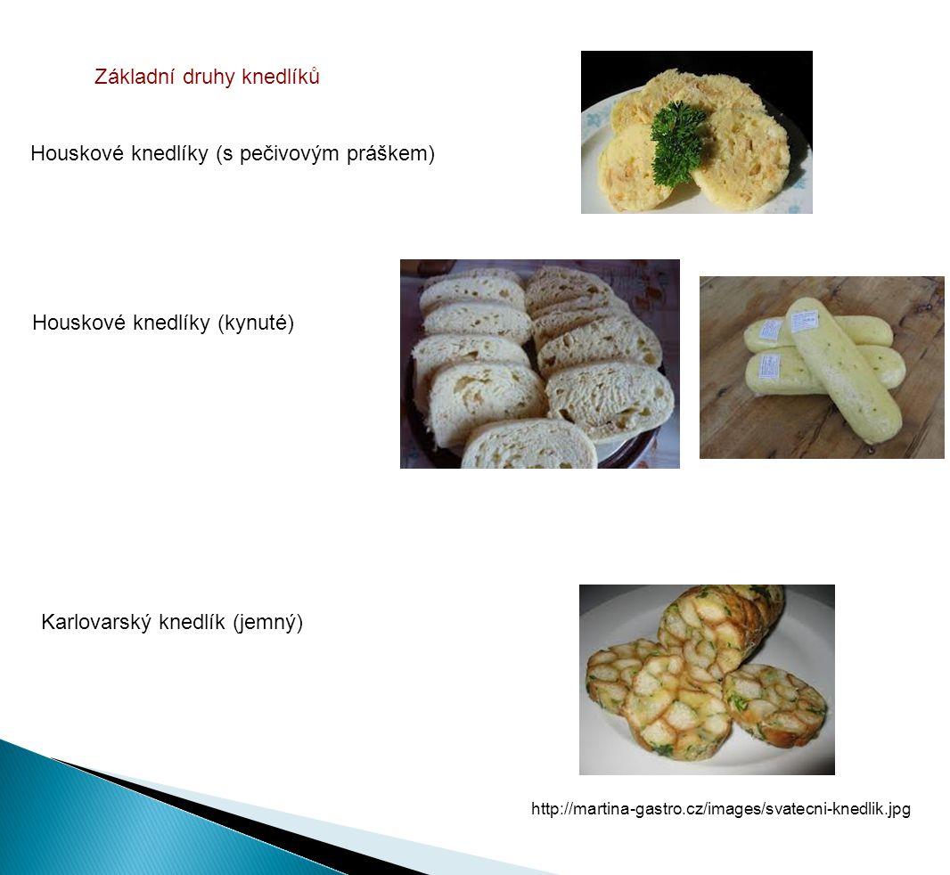 Výrobní postupy Houskové knedlíky s pečivovým práškem Příprava surovin - hrubá mouka (prosátá) - prášek do pečiva - vejce - mléko - sůl - houska krájená na kostky Výrobní (technologický postup) - mouka+p.prášek+sůl+ vejce rozšlehané v mléce + mléko - vypracujeme vláčné těsto - a přidáme housku - necháme odležet - tvarujeme stejně velké knedlíky - vkládáme do vařící osolené vody - vaříme 20 - 25 minut - uvařené vyjmeme propícháme vidličkou, aby vyšla pára a knedlík se nesrazil - krájíme na plátky http://www.knedliky-kadavy.cz/cs