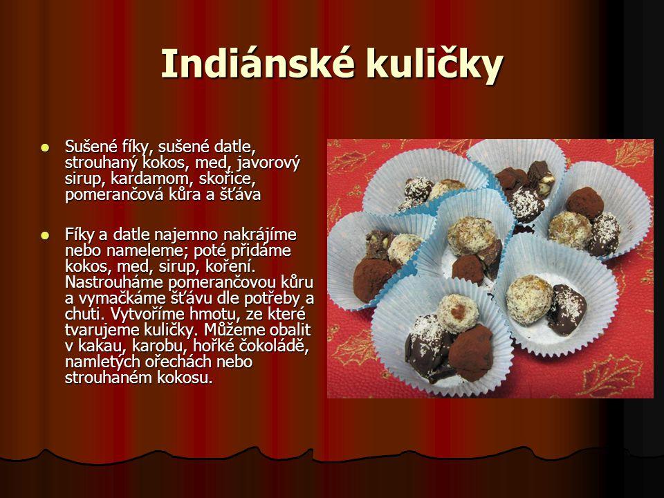 Indiánské kuličky Sušené fíky, sušené datle, strouhaný kokos, med, javorový sirup, kardamom, skořice, pomerančová kůra a šťáva Sušené fíky, sušené dat