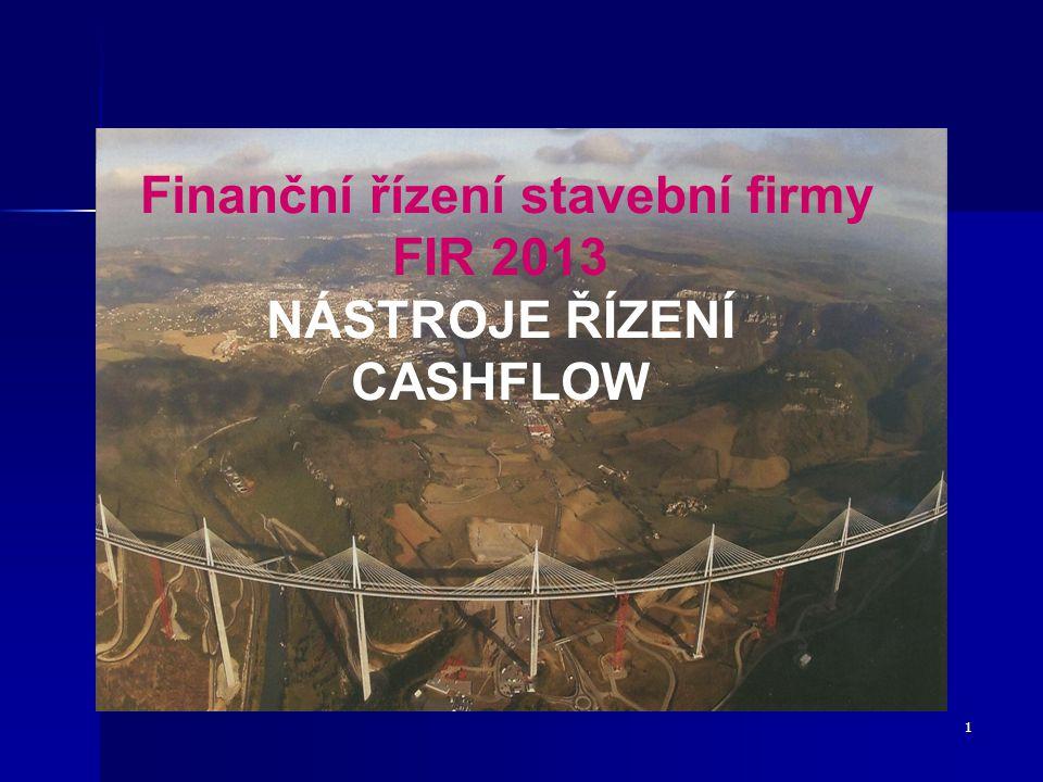 12 FIM - ŘÍZENÍ CASHFLOW VE STAVEBNÍM PODNIKU Plánování CF (Cash Budgeting) Zásadně probíhá ve dvou úrovních (podnik po divizích,projektové plány a jejich agregace) První úroveň - roční plán CF se připravuje paralelně s finančním plánem – představuje plánované příjmy a výdaje z provozní a výrobní činnosti a investiční výdaje pro daný rok.