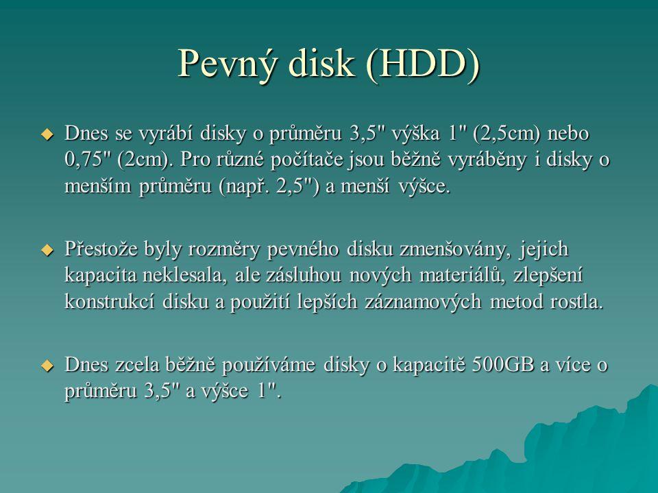 Pevný disk (HDD)  Dnes se vyrábí disky o průměru 3,5 výška 1 (2,5cm) nebo 0,75 (2cm).