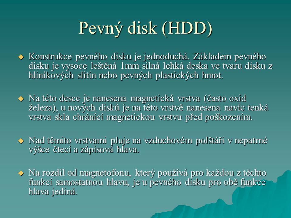 Pevný disk (HDD)  Konstrukce pevného disku je jednoduchá.