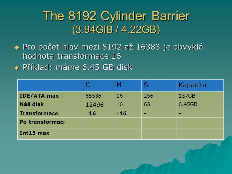 The 8192 Cylinder Barrier (3.94GiB / 4.22GB)  Pro počet hlav mezi 8192 až 16383 je obvyklá hodnota transformace 16  Příklad: máme 6.45 GB disk CHSKapacita IDE/ATA max6553616256137GB Náš disk 12496 16636.45GB Transformace 1616 -- Po transformaci Int13 max