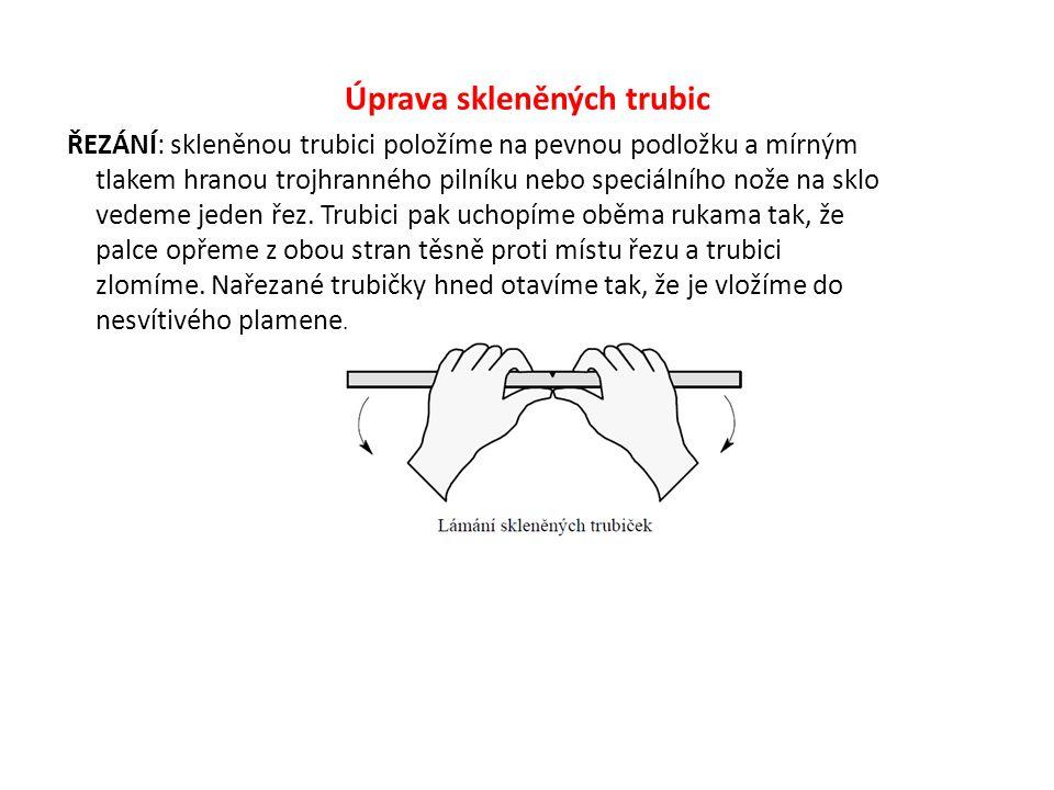 Úprava skleněných trubic ŘEZÁNÍ: skleněnou trubici položíme na pevnou podložku a mírným tlakem hranou trojhranného pilníku nebo speciálního nože na sk