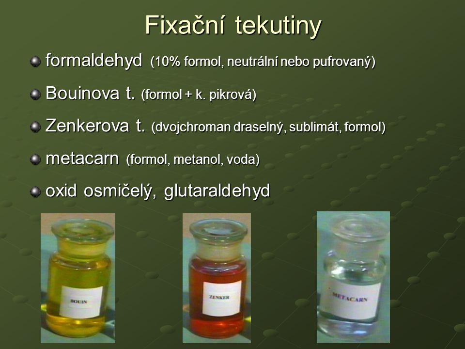 Krájení parafínových řezů Odvodnění - vzestupná etanolová řada Projasnění - xylen Prosycení parafínem Zalití do parafínu Krájení na mikrotomu (tloušťka řezu 4-10  m Rotační x sáňkový mikrotom Lepení řezů na podložní skla