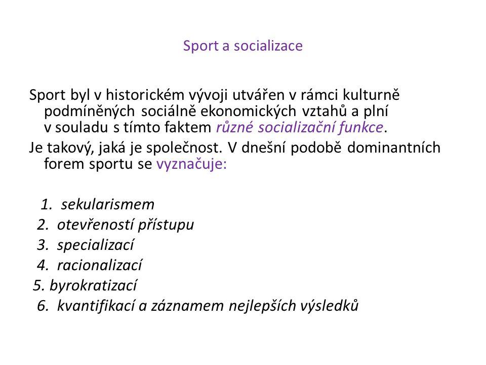 Sport a socializace Sport byl v historickém vývoji utvářen v rámci kulturně podmíněných sociálně ekonomických vztahů a plní v souladu s tímto faktem r