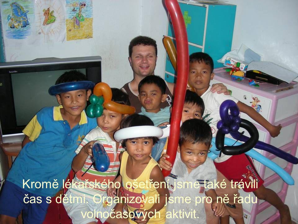 Kromě lékařského ošetření jsme také trávili čas s dětmi.