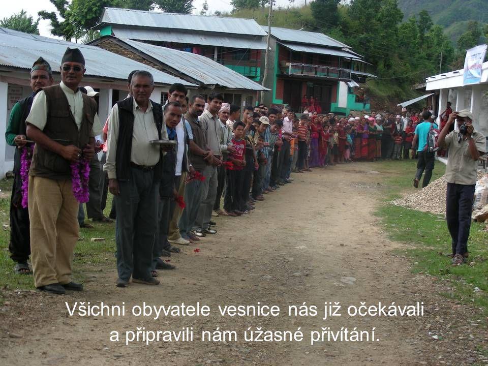 Všichni obyvatele vesnice nás již očekávali a připravili nám úžasné přivítání.