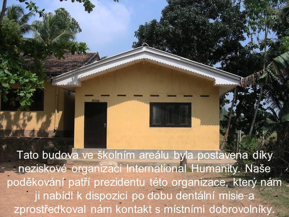 Tato budova ve školním areálu byla postavena díky neziskové organizaci International Humanity.