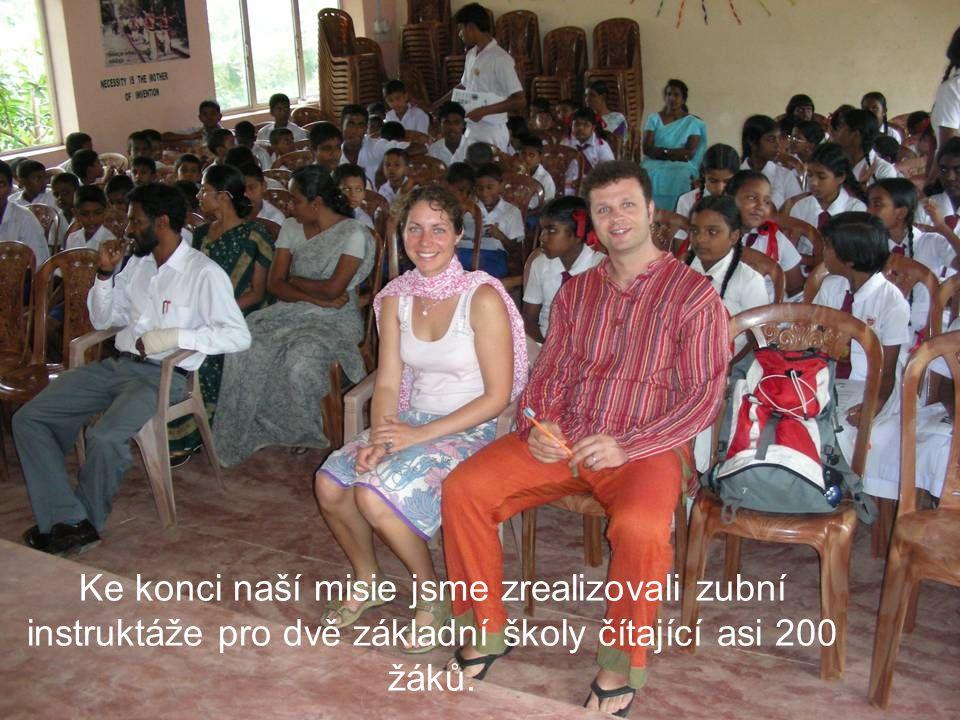 Ke konci naší misie jsme zrealizovali zubní instruktáže pro dvě základní školy čítající asi 200 žáků.