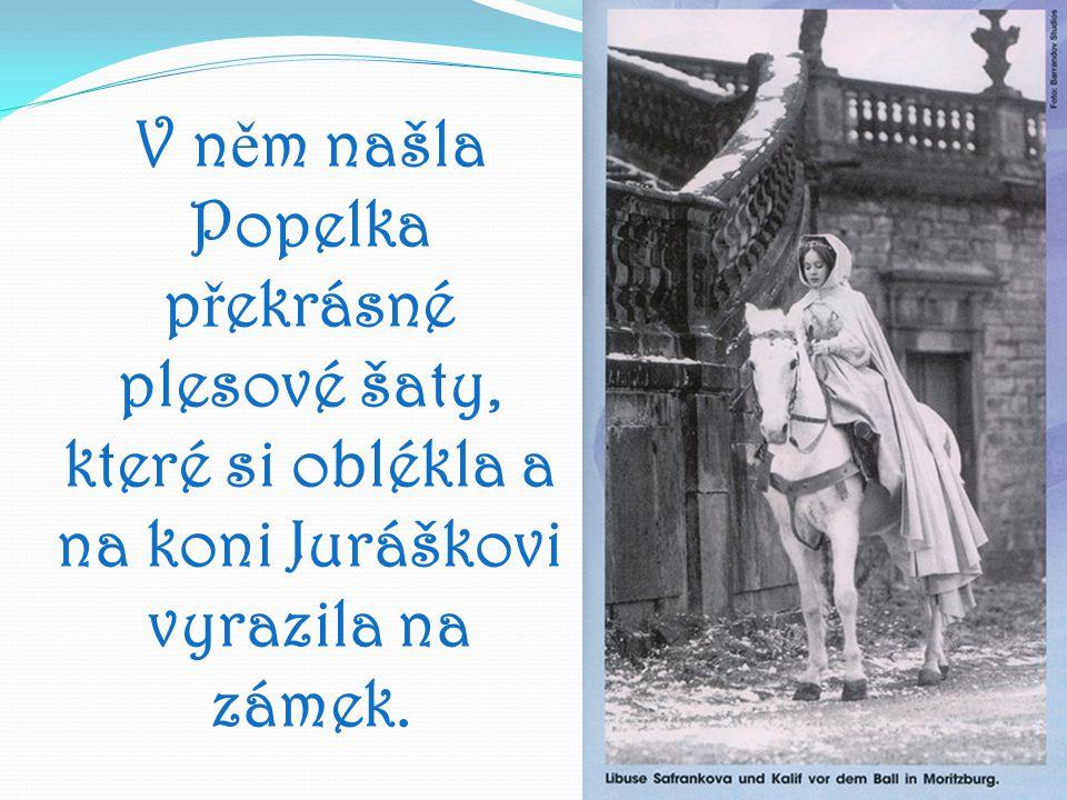 V n ě m našla Popelka p ř ekrásné plesové šaty, které si oblékla a na koni Juráškovi vyrazila na zámek.