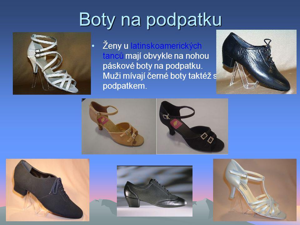 Boty na podpatku Ženy u latinskoamerických tanců mají obvykle na nohou páskové boty na podpatku.