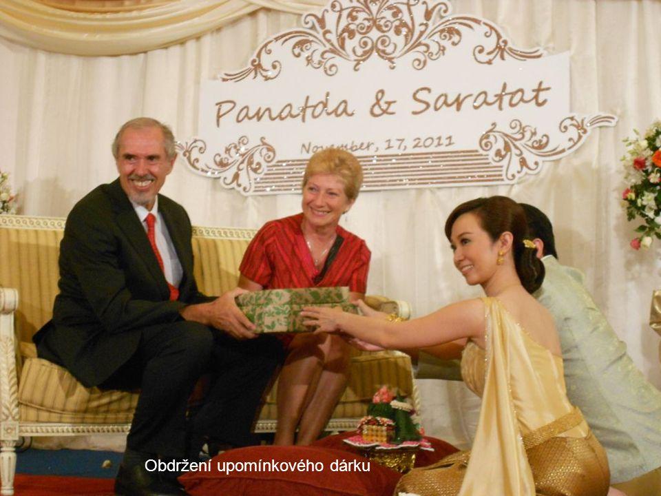 Předávání svatebních darů