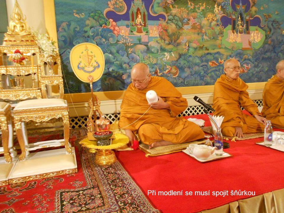 Teprve mniši zahájili správnou thajskou svatbu