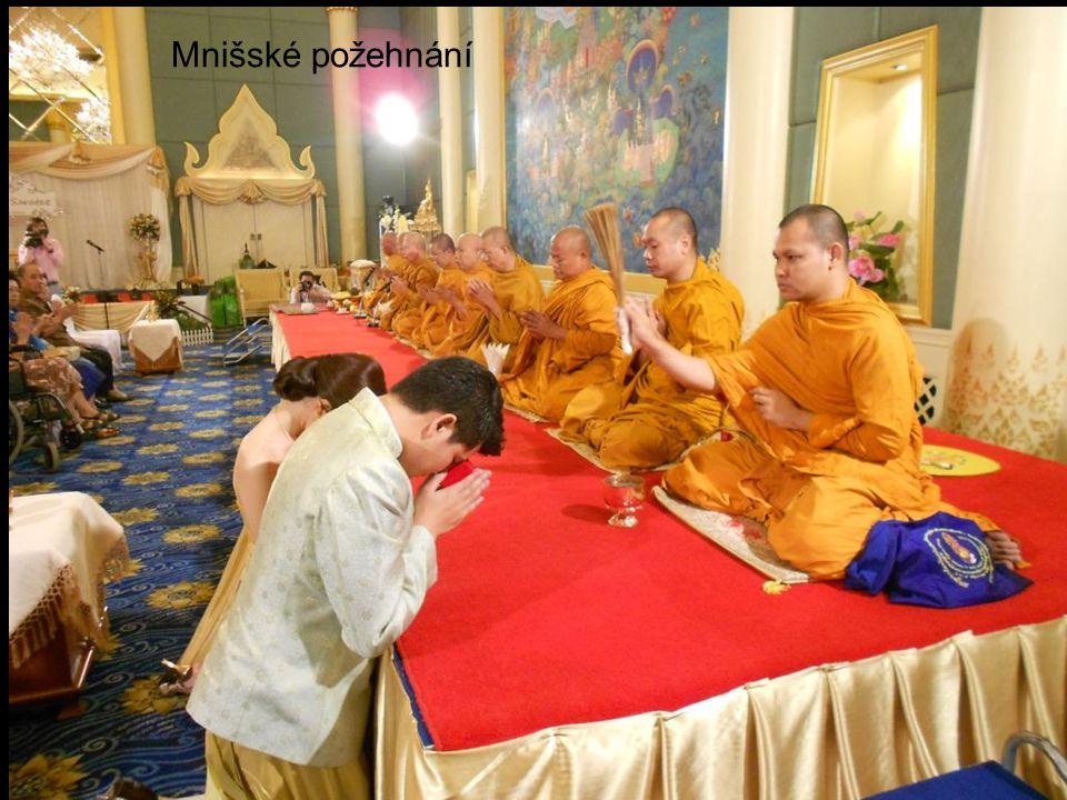 Nasycení mnichů se považuje za karmický záslužný čin