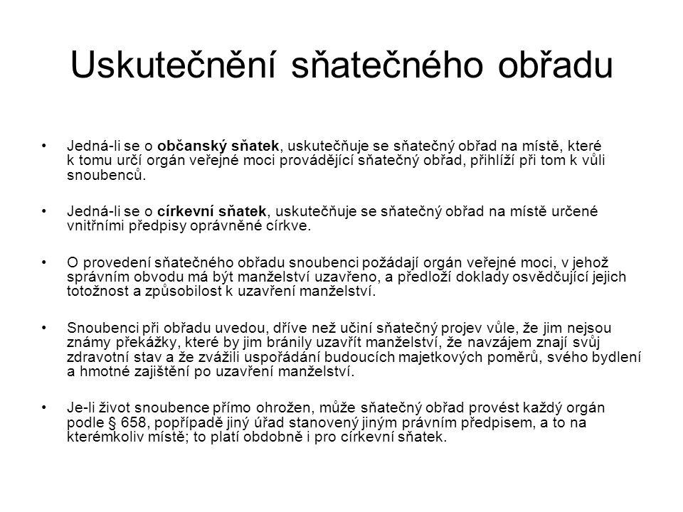 Uskutečnění sňatečného obřadu Mimo území ČR může sňatečný obřad provést také velitel námořního plavidla plujícího pod státní vlajkou České republiky nebo velitel letadla zapsaného v leteckém rejstříku v ČR a je-li alespoň jeden ze snoubenců státním občanem ČR rovněž velitel vojenské jednotky České republiky v zahraničí.