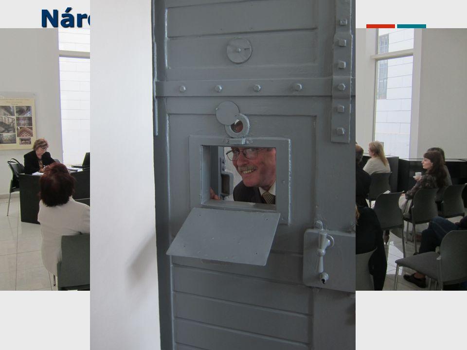 Něco ze služeb Pravidla půjčování přenosných čtecích zařízení elektronických knih http://www.nkp.cz/sluzby/dulezite-odkazy/knihovni-rad-a-dalsi- pravidla/kr-pril7 Půjčování čteček v NK ČR http://www.nkp.cz/sluzby/ctecky ebrary - vypůjčky e-knih do čtečky http://www.nkp.cz/katalogy-a-db/licencovane-db/prehled-lic- zdroju/ebrary-vypujcky