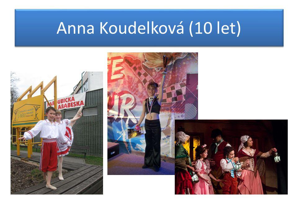 V Baletním studiu od 5-ti let, účinkovala v mnoha představeních, např.