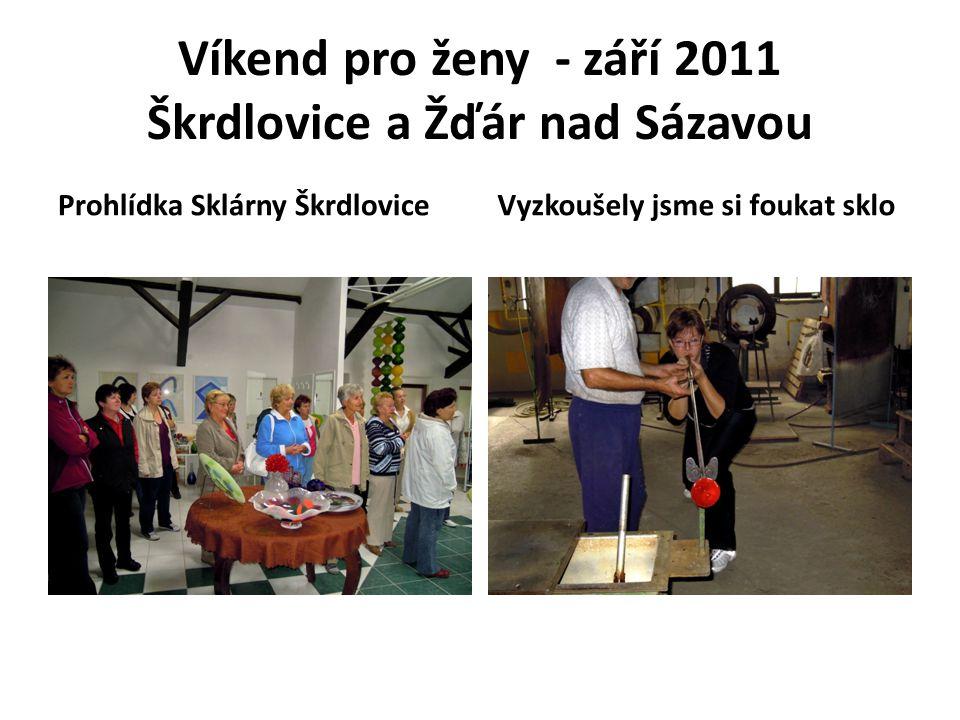 Víkend pro ženy - září 2011 Škrdlovice a Žďár nad Sázavou Prohlídka Sklárny ŠkrdloviceVyzkoušely jsme si foukat sklo