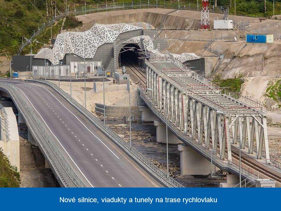 Nová železniční stanice, odkud se rychlovlakem, spojujícím Soči a asi 50 km vzdálenou Krasnuju Poljanu, dostanete do kavkazských hor, kde se konají so