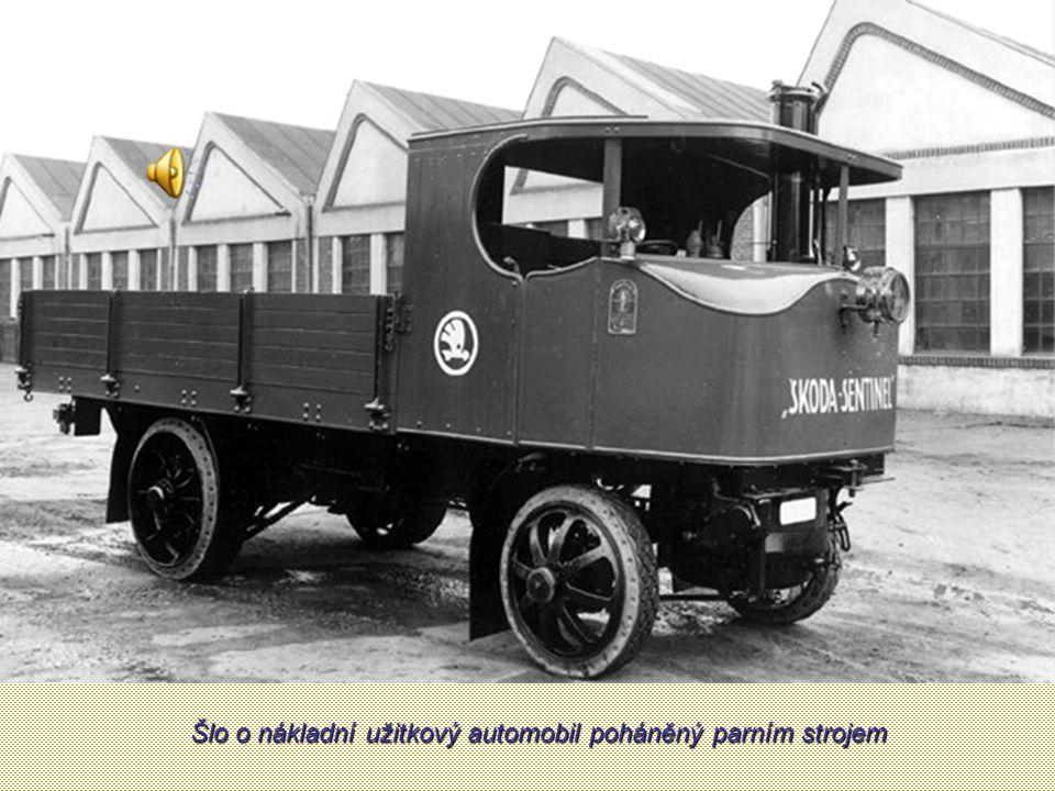 Škoda Sentinel s přívěsem a klanicemi pro převoz dřeva