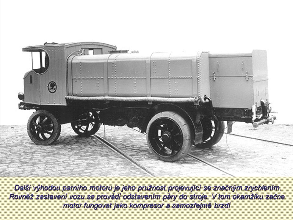 Parní omnibus Škoda Sentinel z druhé strany. Tehdy se jezdilo vlevo