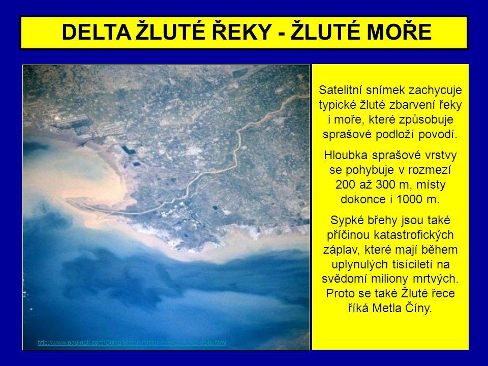 DELTA ŽLUTÉ ŘEKY - ŽLUTÉ MOŘE Satelitní snímek zachycuje typické žluté zbarvení řeky i moře, které způsobuje sprašové podloží povodí. Hloubka sprašové